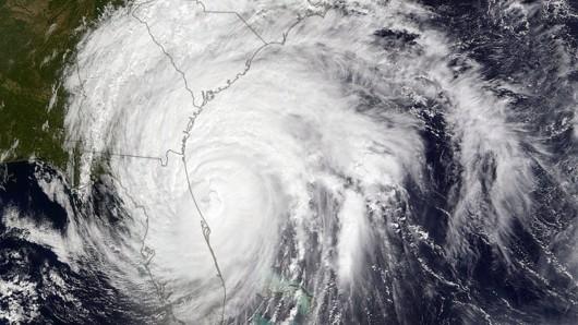 Ein Satellitenbild des Hurricans: Nachdem Matthew Haiti verwüstet hat, scheint er an Florida vorbeizuziehen.