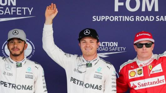 Nico Rosberg (Mitte) gilt nach seinem Sieg in Suzuka nun als Favorit auf den WM-Titel - vor Max Verstappen (r.) und Titelverteidiger Lewis Hamilton (l.)