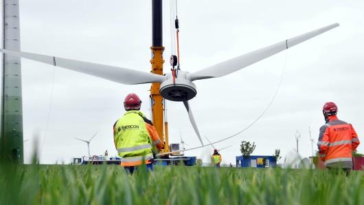 Der Landtag berät heute über den Stellenabbau beim Windanlagenhersteller Enercon (Symbolbild).