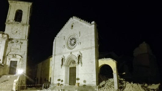 Die am Sonntag zerstörte Kathedrale San Benedetto in Norcia. Mehr als 1.100 Nachbeben haben weitere schwere Schäden in Mittelitalien angerichtet.