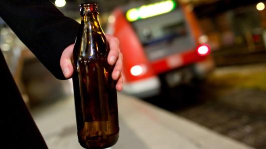 Alkohol beim Zugfahren (Symbolbild).