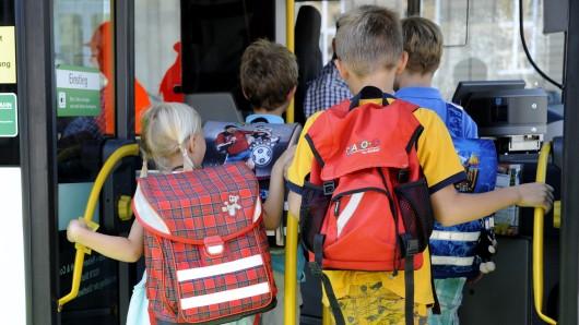 Die Linie 194 ist von Vordorf nach Meine mit offener Tür gefahren - Schulkinder haben den Vorfall gefilmt (Symbol).
