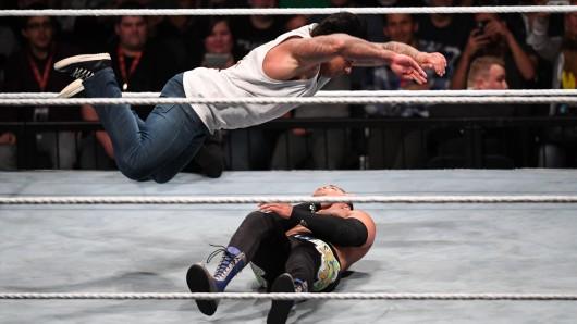 Tim Wiese in Aktion bei seinem Wrestling-Debüt