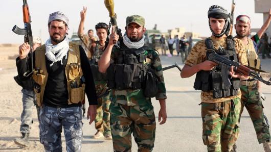 Soldaten der irakischen Armee bei ihrem Vormarsch nach Mossul. (Archivbild)