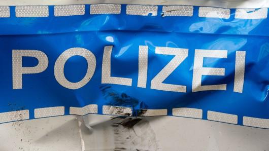 Bei dem Unfall wurde eine Beamtin verletzt. (Symbolbild)