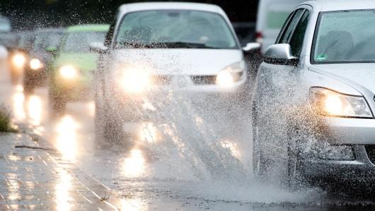 Es bleibt weiter nass in der Region (Symbolbild).