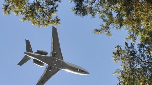 Ein Flugzeug hat vermutlich seinen Tank geleert (Symbolbild).