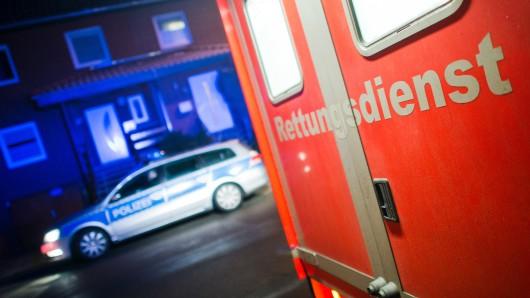 Das Opfer musste seine Verletzungen im Krankenhaus behandeln lassen. (Symbolbild)