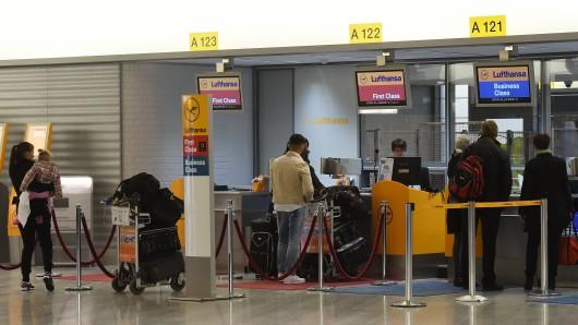 Passagiere müssen am Donnerstag mit Wartezeiten rechnen. (Archivbild)