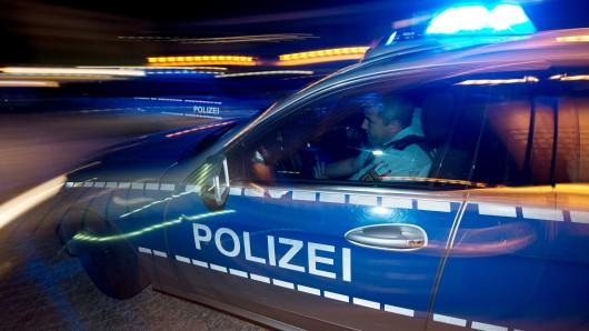Während einer Verfolgungsjagd mit der Polizei (Symbolbild) konnten die mutmaßlichen Täter zunächst flüchten.