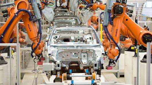 Im VW-Werk Emden sollen ab 2023 andere Autos als der Passat produziert werden. (Archivbild)