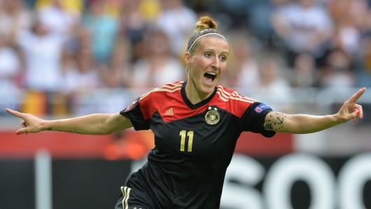Anja Mittag jubelt über ihren Führungstreffer zum 1:0 während des Finales der Frauen-EM UEFA EURO 2013.