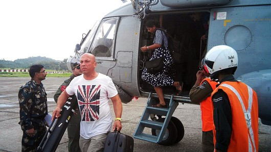 Die indische Armee evakuierte fast 3.000 Touristen von zwei Urlaubsinseln.