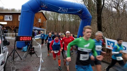 Zehn Kilometer liegen vor diesen Läufern.