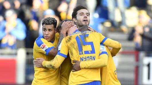 Es gab viel zu jubeln für Eintrachts Fußballer in der Hinrunde. Jetzt geht es los ins Wintertrainingslager.