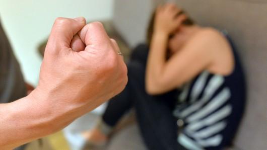 Frauen sollen es künftig auch im Harz leichter haben, sich nach Misshandlungen Ärzten anzuvertrauen (Symbolbild).