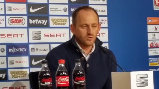 Eintracht-Trainer TorstenLieberknechtauf der Pressekonferenz.