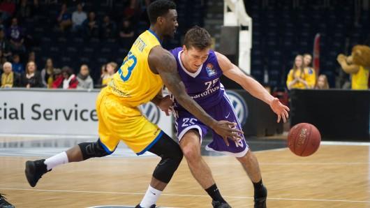 Carlton Guyton (hier im Spiel gegen die BG Göttingen) war mit 25 Punkten am Samstagabend in Würzburg der erfolgreichste Basketball Löwe.