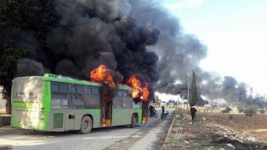 Islamisten haben mehrere Busse angegriffen und zerstört, mit denen Eingeschlossene evakuiert werden sollten.