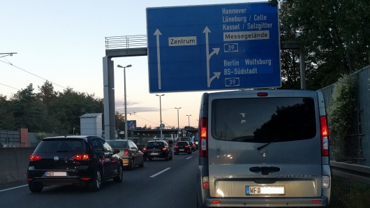Innenstadt-Verbote für Diesel-Autos? Mit der niedersächsischen Landesregierung soll es das nicht geben, sagt Verkehrsminister Olaf Lies (SPD).