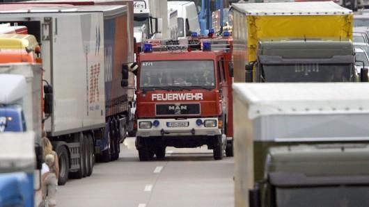 Niedersachsen weitet seine Kampagne Rettungsgasse aus, um angesichts der zahlreichen Autobahnunfälle die Arbeit der Einsatzkräfte zu erleichtern und Leben zu retten (Symbolbild).