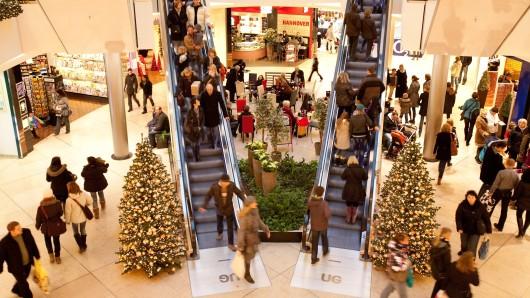 Gefällt ein Weihnachtsgeschenk nicht, wird es häufig umgetauscht. Ein Recht darauf haben Kunden allerdings nicht.