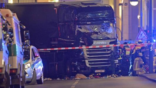 Ein automatisches Notbremssystem hat den Lkw beim Anschlag auf den Weihnachtsmarkt in Berlin offenbar zum Stillstand gebracht.