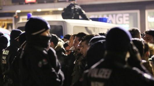 Polizisten am Hauptbahnhof in Köln