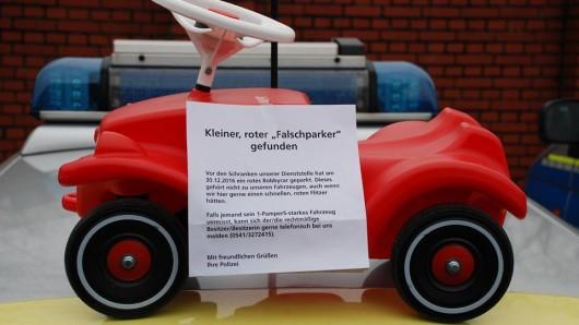 Mit diesem Bild sucht die Polizei den Besitzer des Bobbycars.