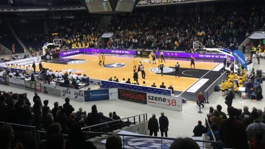 Die Fans in der Volkswagen Halle bejubelten den klaren Erfolg der Basketball Löwen: Mit dem 82:63 fiel der Heimsieg über Bayreuth unerwartet deutlich aus.