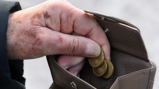 Einige Personengruppen sind besonders von Armut bedroht. (Symbolbild)