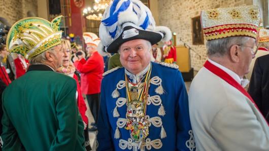 Gerhard Baller (Mitte) ist nicht nur Zugmarschall beim Braunschweiger Schoduvel, sondern auch aktiv im Karnevals-Verband Niedersachsen (Archivbild).