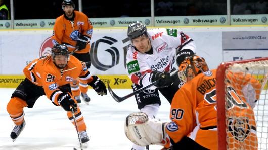 Mit einem Sieg gegen die Kölner Haie wollen sich die Grizzlys an den Augsburger Panther vorbeischieben.
