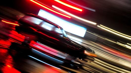 Bei einem Unfall in Wolfsburg-Vorsfelde ist eine Frau mit ihrem SUV von der Straße abgekommen. (Symbolfoto)