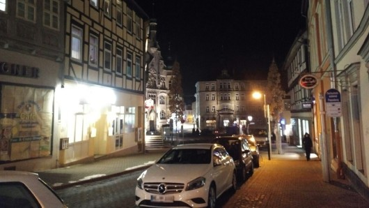 Die Innenstadt von Helmstedt bei Nacht.