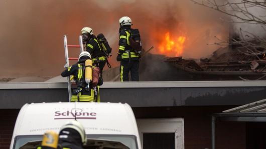Lichterloh brannte die Tischlerei in Wolfsburg.