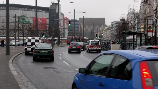 Der Bohlweg in Braunschweig: Nach Angaben der Stadtverwaltung wurden sogar hier im vergangenen Jahr alle Schadstoff-Grenzwerte eingehalten. (Archivbild)