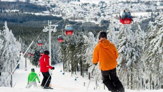 Eine Person wurde von einem Snowboard getroffen und verletzt (Archivbild).