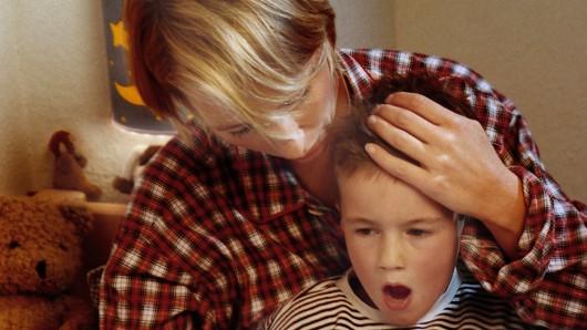 Mit Keuchhusten ist nicht zu spaßen: Gerade für kleine Kinder kann die Krankheit lebensgefährlich werden. (Symbolbild)