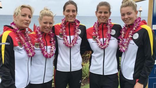 Die deutsche Fed Cup-Mannschaft auf Hawaii: Bundestrainerin Barbara Rittner mit Laura Siegemund, Andrea Petkovic, Julia Görges und Carina Witthöft (v.l.)