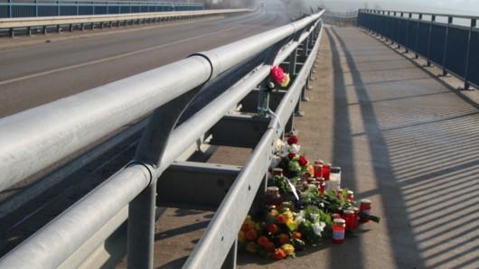 Nach einem Unfall auf der B1 bei Cremlingen ist ein 26-Jähriger am Sonntagmorgen gestorben.