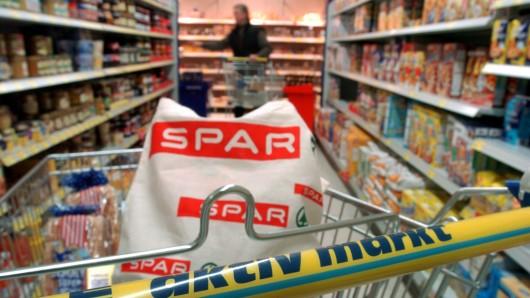 Aus dem Supermarkt verbannt: Bundesumweltministerium und Handel wollen die Plastiktüte abschaffen (Symbolbild).
