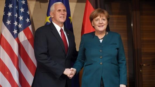 Bundeskanzlerin Angela Merkel (CDU) und US-Vizepräsident Mike Pence bei der Münchner Sicherheitskonferenz.