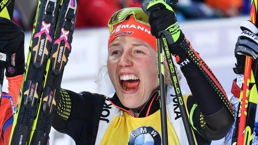Laura Dahlmeier jubelt.