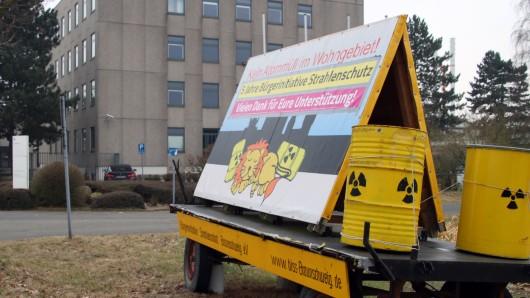 Anti-Atom-Aktion vor dem Firmengelände von Eckert & Ziegler in Thune.