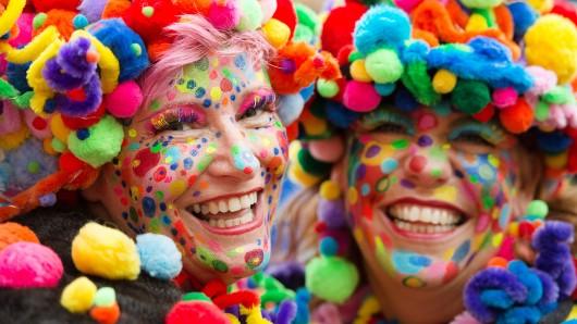 Im Rheinland beginnt heute der Straßenkarneval. In Braunschweig wird mit der Weiberfastnacht der Karneval eingeläutet.