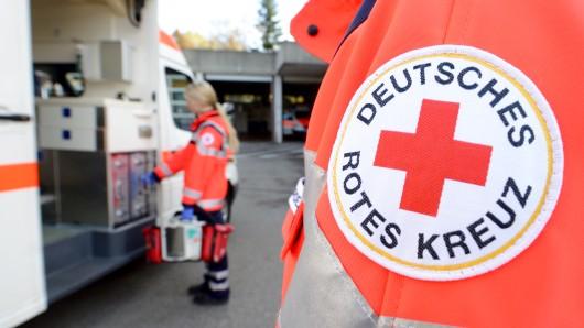Notfallhelfer im Einsatz: Deutsches Rotes Kreuz und Arbeiter-Samariter-Bund leisten Erste Hilfe beim Schoduvel.