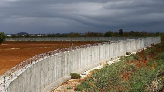 Auf rund 290 Kilometern Länge ist die Grenzmauer zwischen der Türkei und Syrien fertiggestellt.