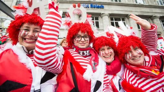 Hunderttausende von Karnevalisten werden am heutigen Rosenmontag unter anderem in Köln erwartet (Archivbild).