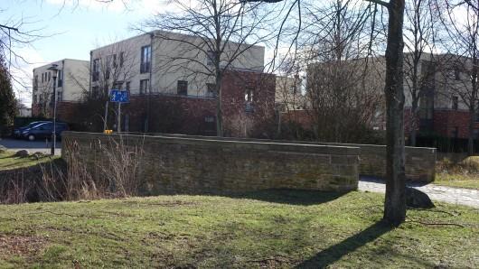 Nur 100 Meter von der Baustelle entfernt, befindet sich diese Steinbrücke.